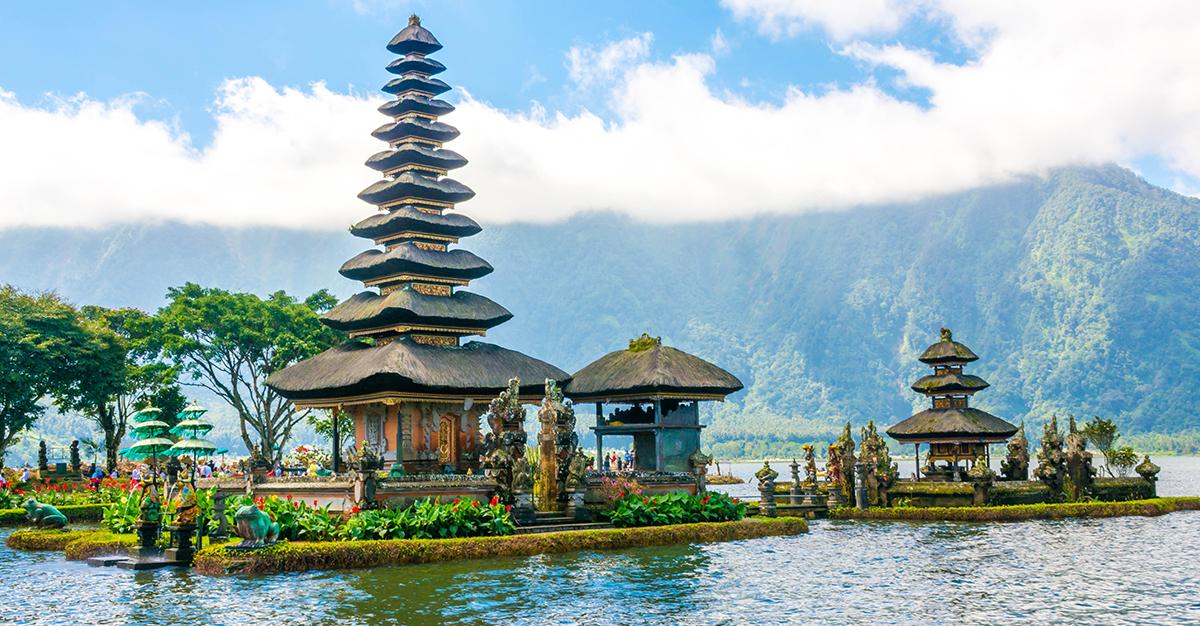 Indonesia tiene una amplia variedad de experiencias que ofrecer a los viajeros. Asegúrate de explorarlas de manera segura con las vacunas para viaje y los consejos de Passport Health.