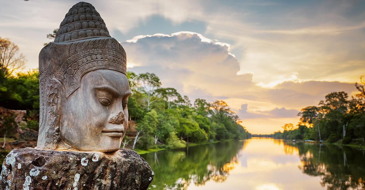 Los sitios arqueológicos e históricos son visitas obligadas en Camboya. Asegúrate de explorarlos de forma segura con las vacunas de viaje y las sugerencias de Passport Health.