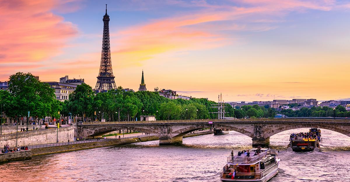 Abril – París, Francia