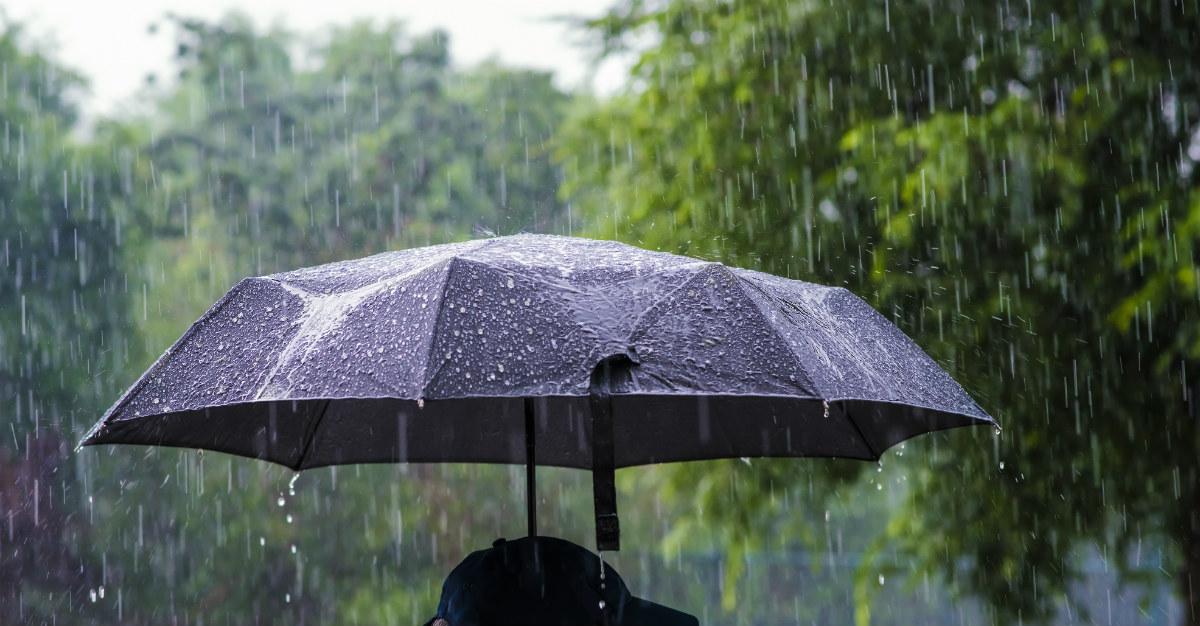 ¿Puede un virus propagarse a través de la lluvia?