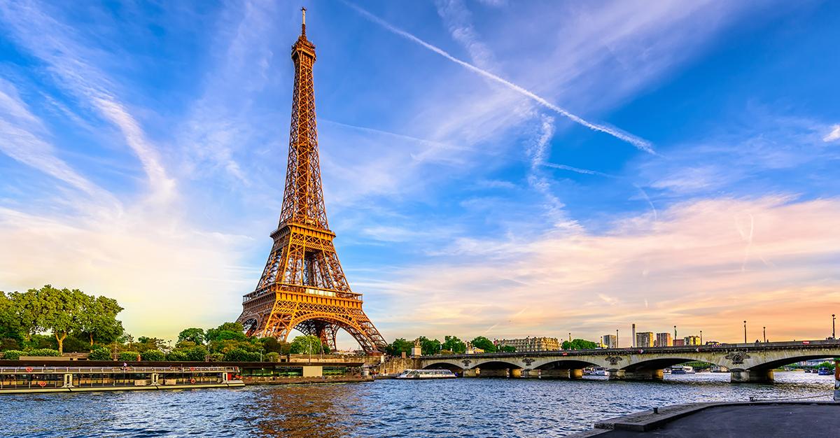 Los sitios y sonidos de una ciudad tan increíble como París, es lo más sobresaliente de visitar Francia. Asegúrate de explorarlos de forma segura con las vacunas de viaje y los consejos de Passport Health.