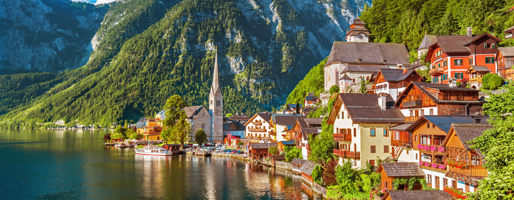 Austria tiene de todo para explorar. Asegúrate de ir en forma segura con tus vacunas de viaje y los consejos de Passport Health.