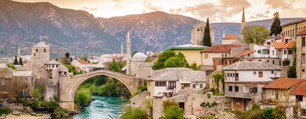 Bosnia y Herzegovina tiene de todo para explorar. Asegúrate de ir en forma segura con tus vacunas de viaje y los consejos de Passport Health.