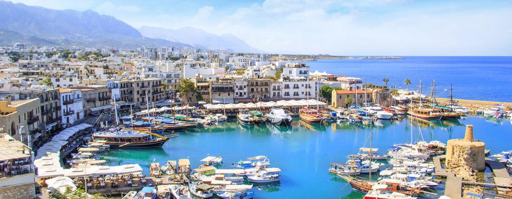 Chipre tiene de todo para explorar. Asegúrate de ir en forma segura con tus vacunas de viaje y los consejos de Passport Health.