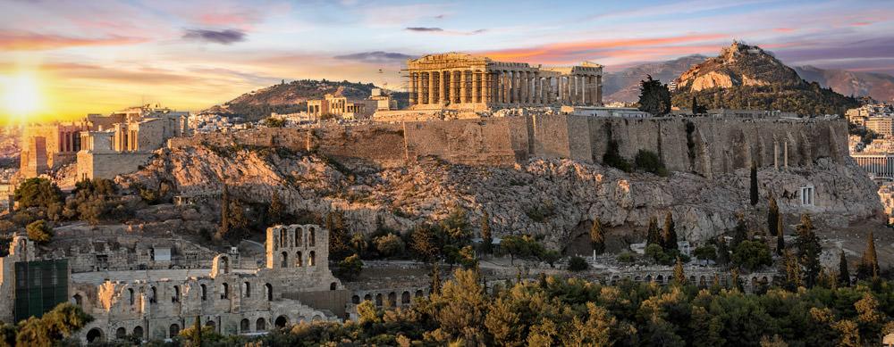 Grecia tiene de todo para explorar. Asegúrate de ir en forma segura con tus vacunas de viaje y los consejos de Passport Health.