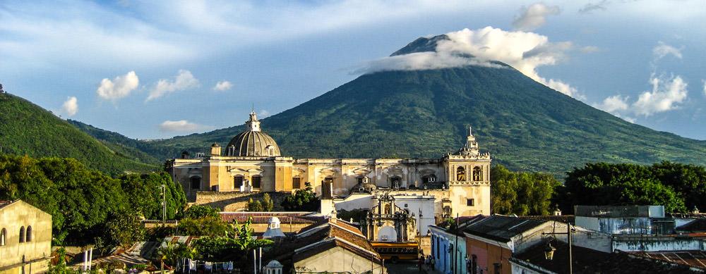 Guatemala tiene de todo para explorar. Asegúrate de ir en forma segura con tus vacunas de viaje y los consejos de Passport Health.