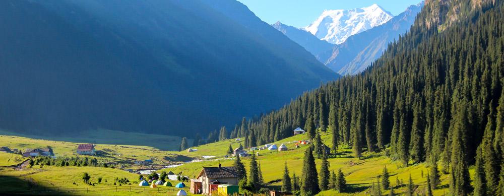Kirguistán tiene de todo para explorar. Asegúrate de ir en forma segura con tus vacunas de viaje y los consejos de Passport Health.