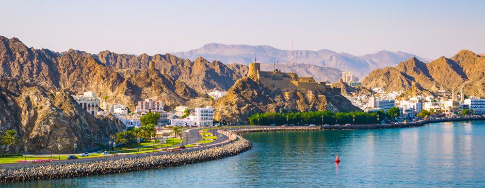 Omán tiene de todo para explorar. Asegúrate de ir en forma segura con tus vacunas de viaje y los consejos de Passport Health.