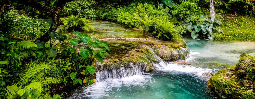 Vanuatu tiene de todo para explorar. Asegúrate de ir en forma segura con tus vacunas de viaje y los consejos de Passport Health.