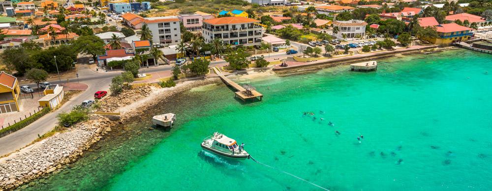 Bonaire tiene de todo para explorar. Asegúrate de ir en forma segura con tus vacunas de viaje y los consejos de Passport Health.