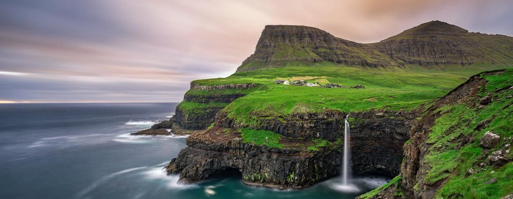 Las Islas Feroe tiene de todo para explorar. Asegúrate de ir en forma segura con tus vacunas de viaje y los consejos de Passport Health.