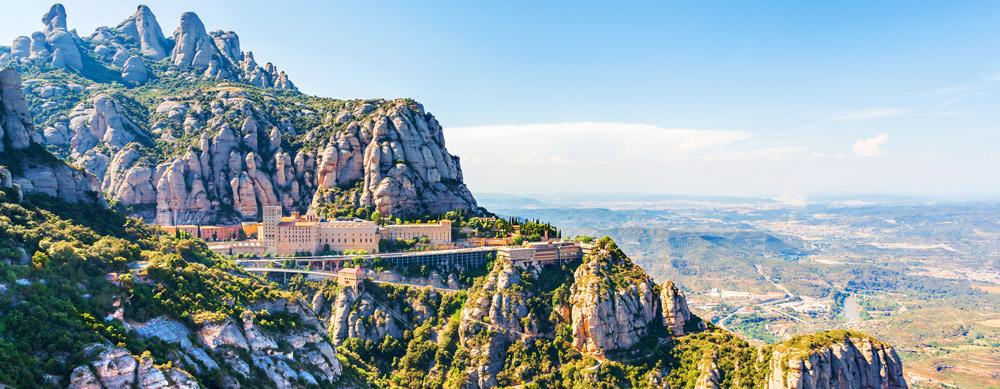 Montserrat tiene de todo para explorar. Asegúrate de ir en forma segura con tus vacunas de viaje y los consejos de Passport Health.