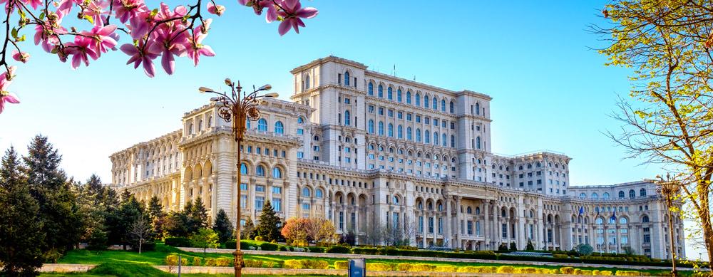 Rumania tiene de todo para explorar. Asegúrate de ir en forma segura con tus vacunas de viaje y los consejos de Passport Health.