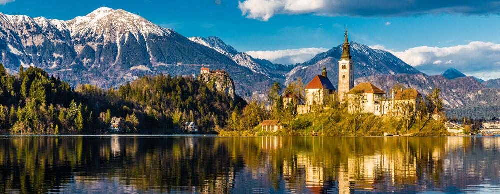 Eslovenia tiene de todo para explorar. Asegúrate de ir en forma segura con tus vacunas de viaje y los consejos de Passport Health.